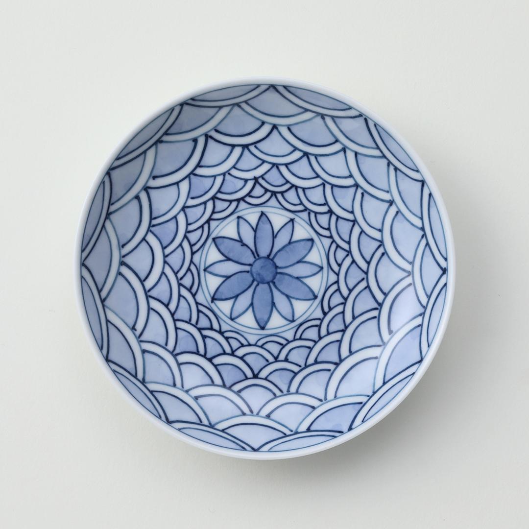 菊柄見込青海波絵豆皿