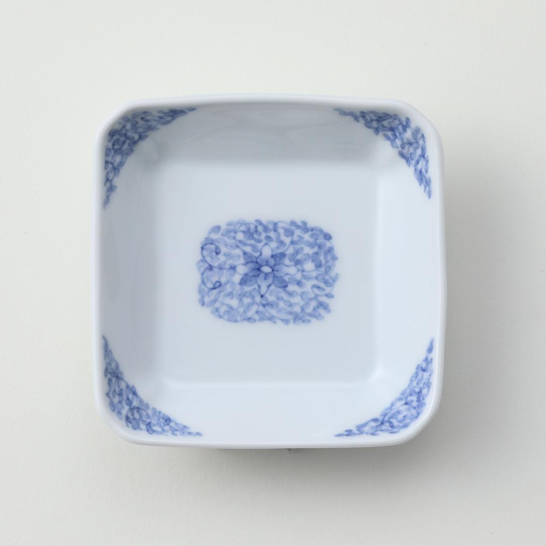 牡丹唐草文豆皿(白ぬき)