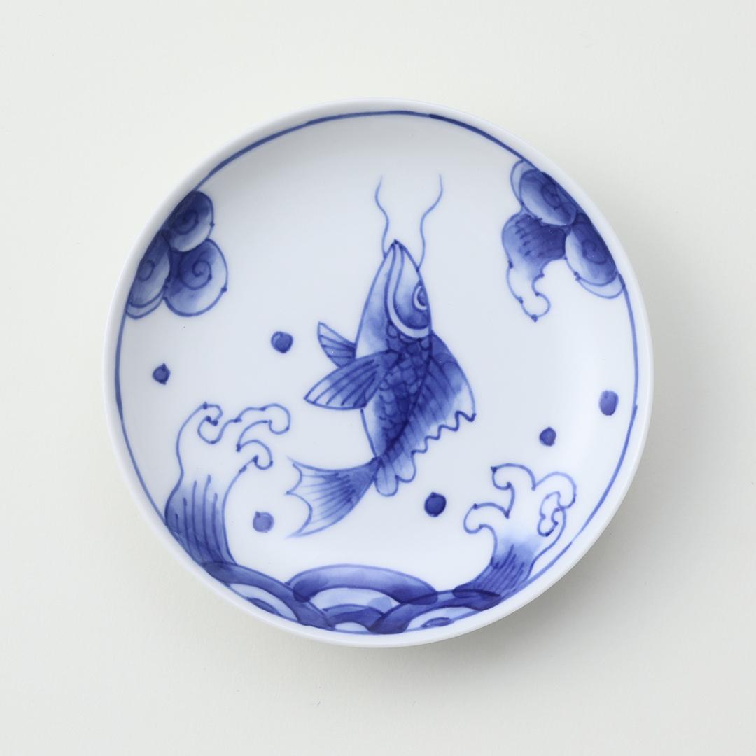 染付波しぶき鯉絵豆皿