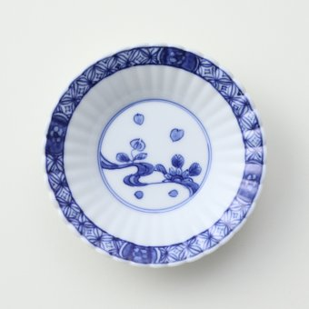 染付渕地文流水菊絵豆皿
