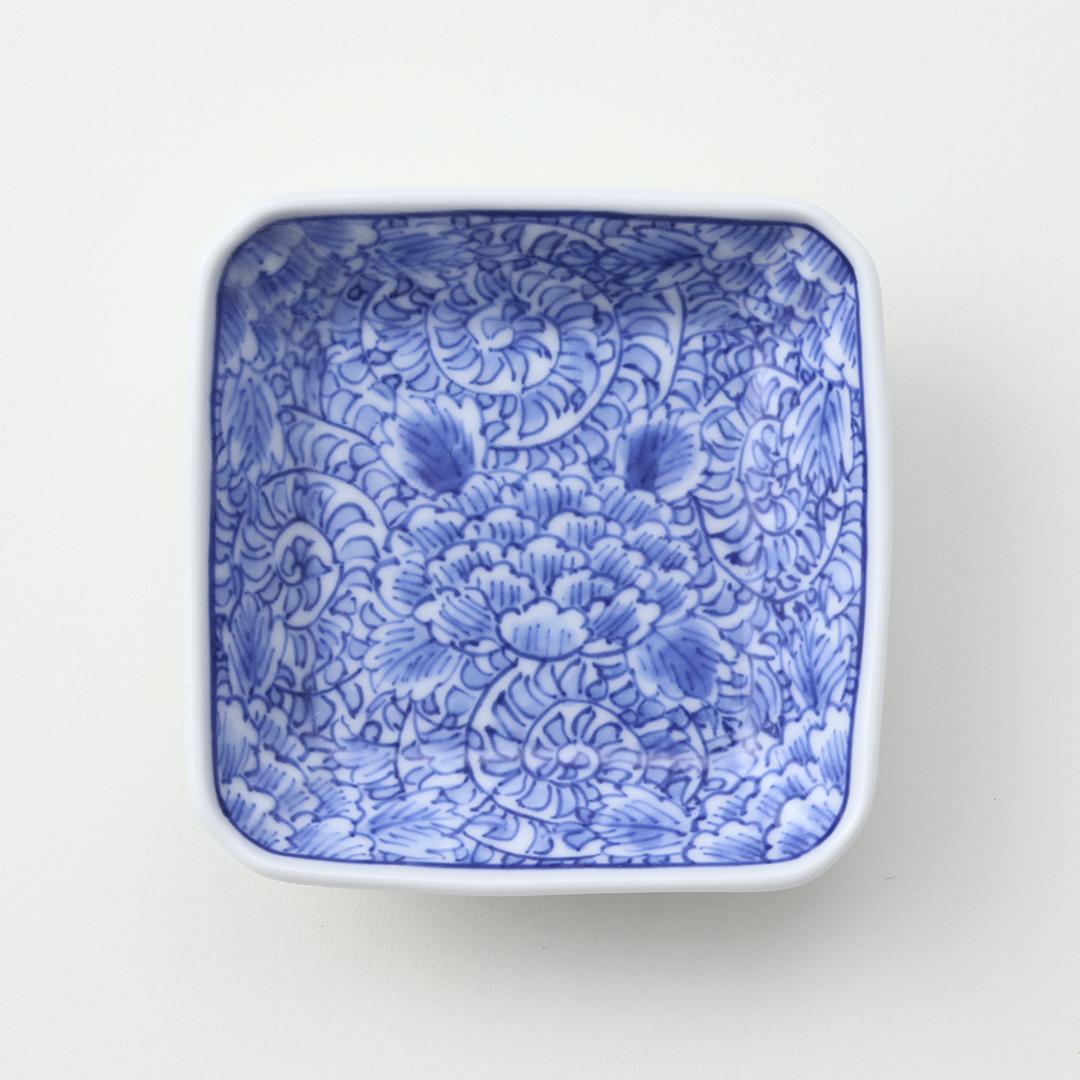 染付牡丹唐草絵豆皿